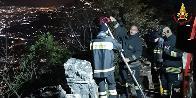Napoli, i Vigili del fuoco salvano due turisti stranieri caduti in dirupo