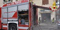 Palermo, incendio in un'officina