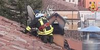 L'Aquila, due Vigili del fuoco liberi dal servizio intervengono per domare un incendio