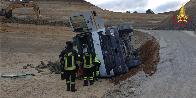 Roma, incidente sul lavoro: camion si ribalta in una cava